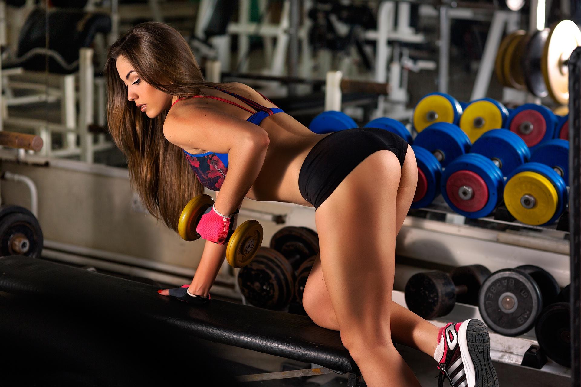 Sexy gym girl prank