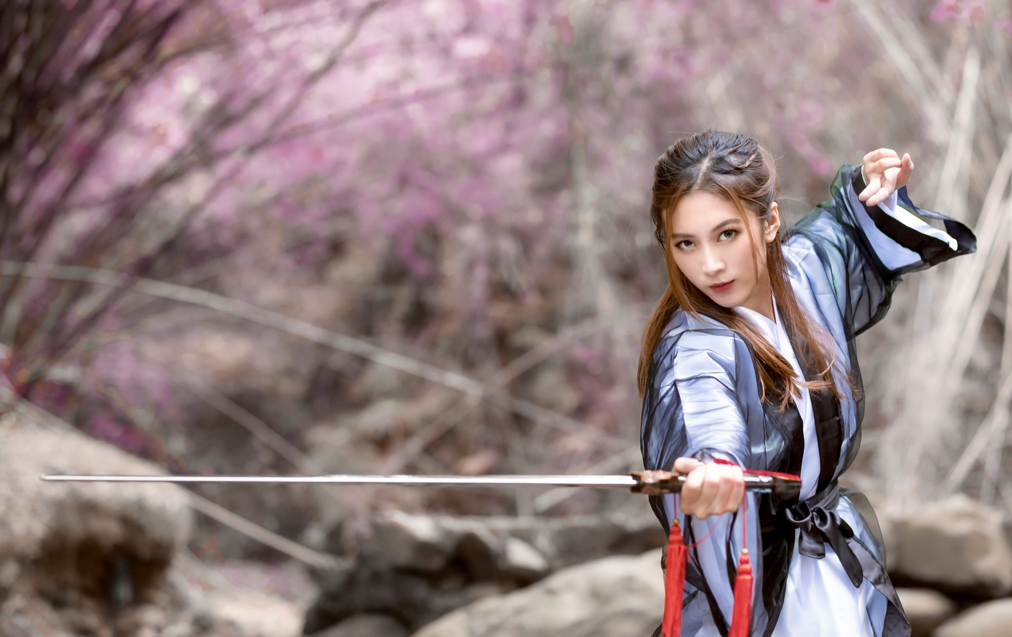 asian-girl-with-sword-guys-with-small-girls