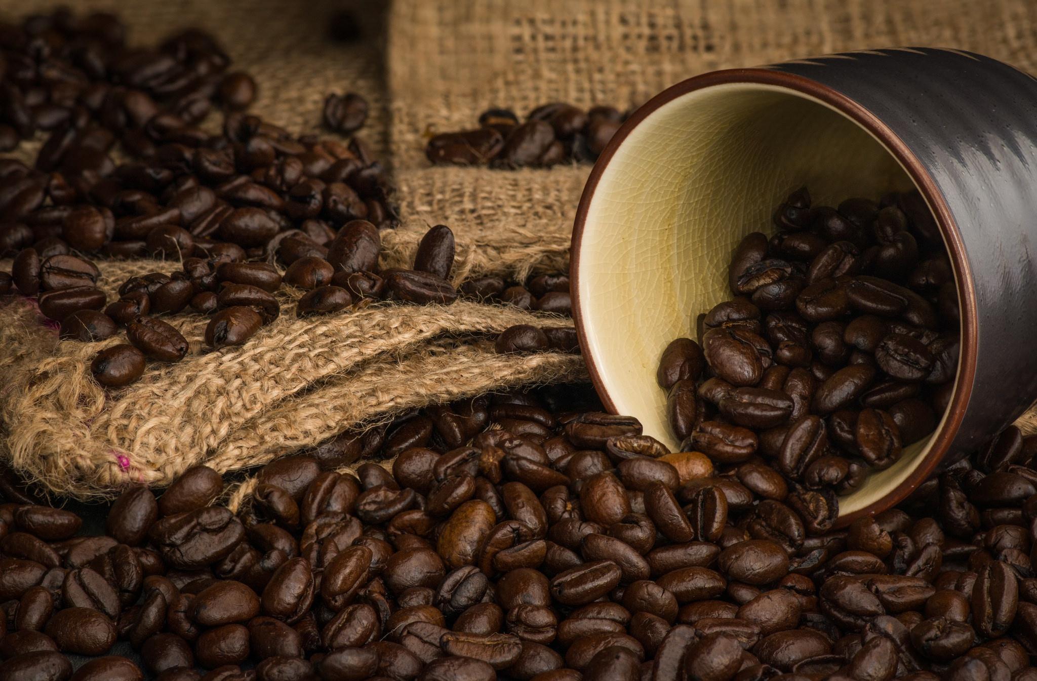 кофейные зерна мешковина ткань  № 3696099  скачать
