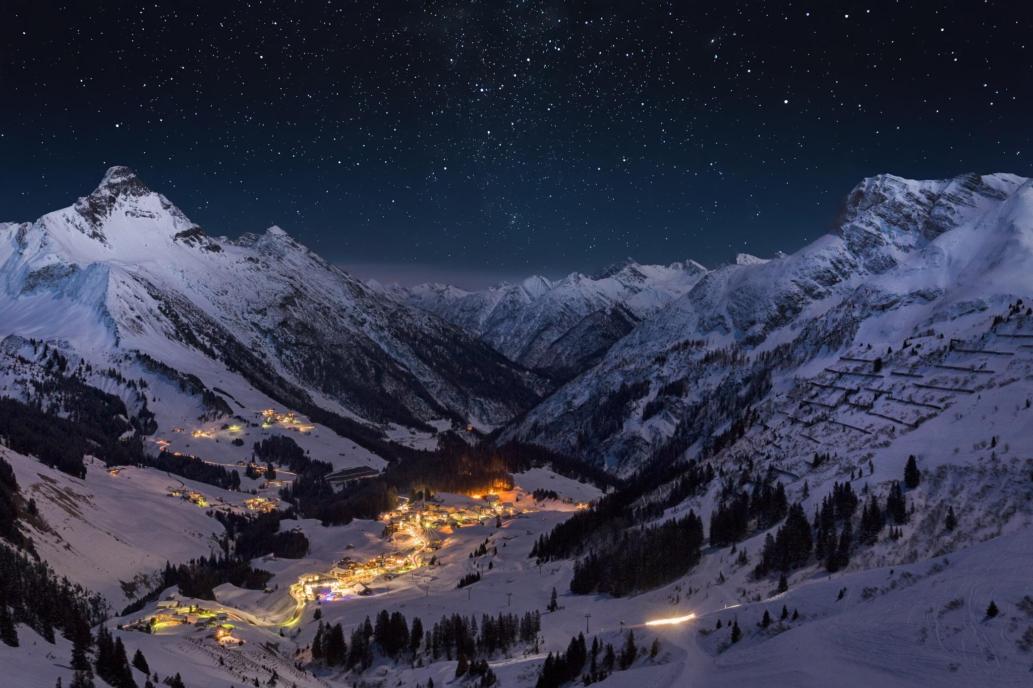 Snowy landscape night wallpaper