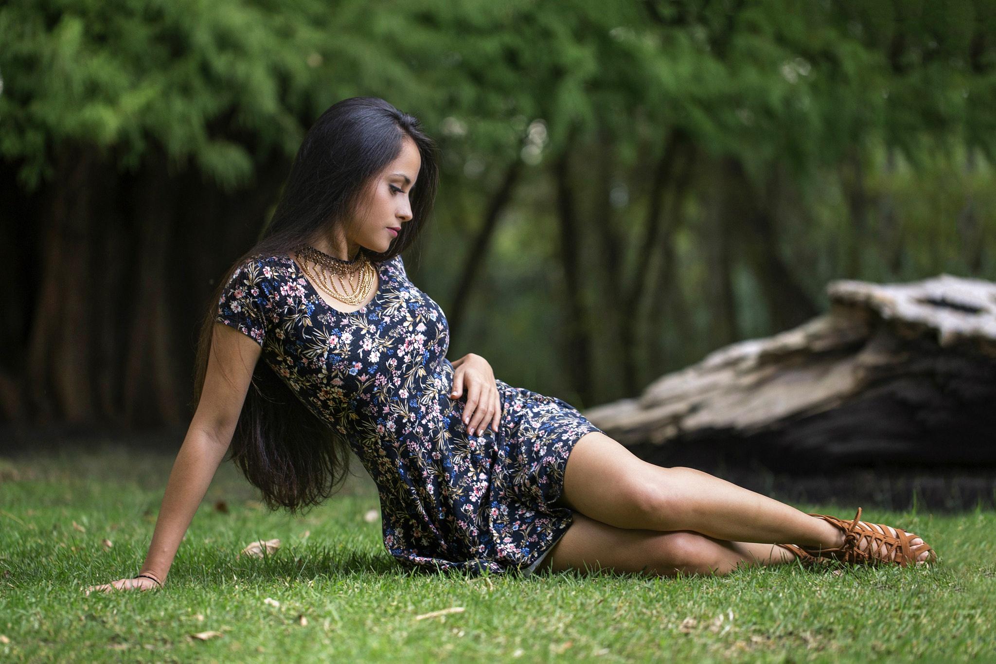 Девушка на природе в платье — photo 7