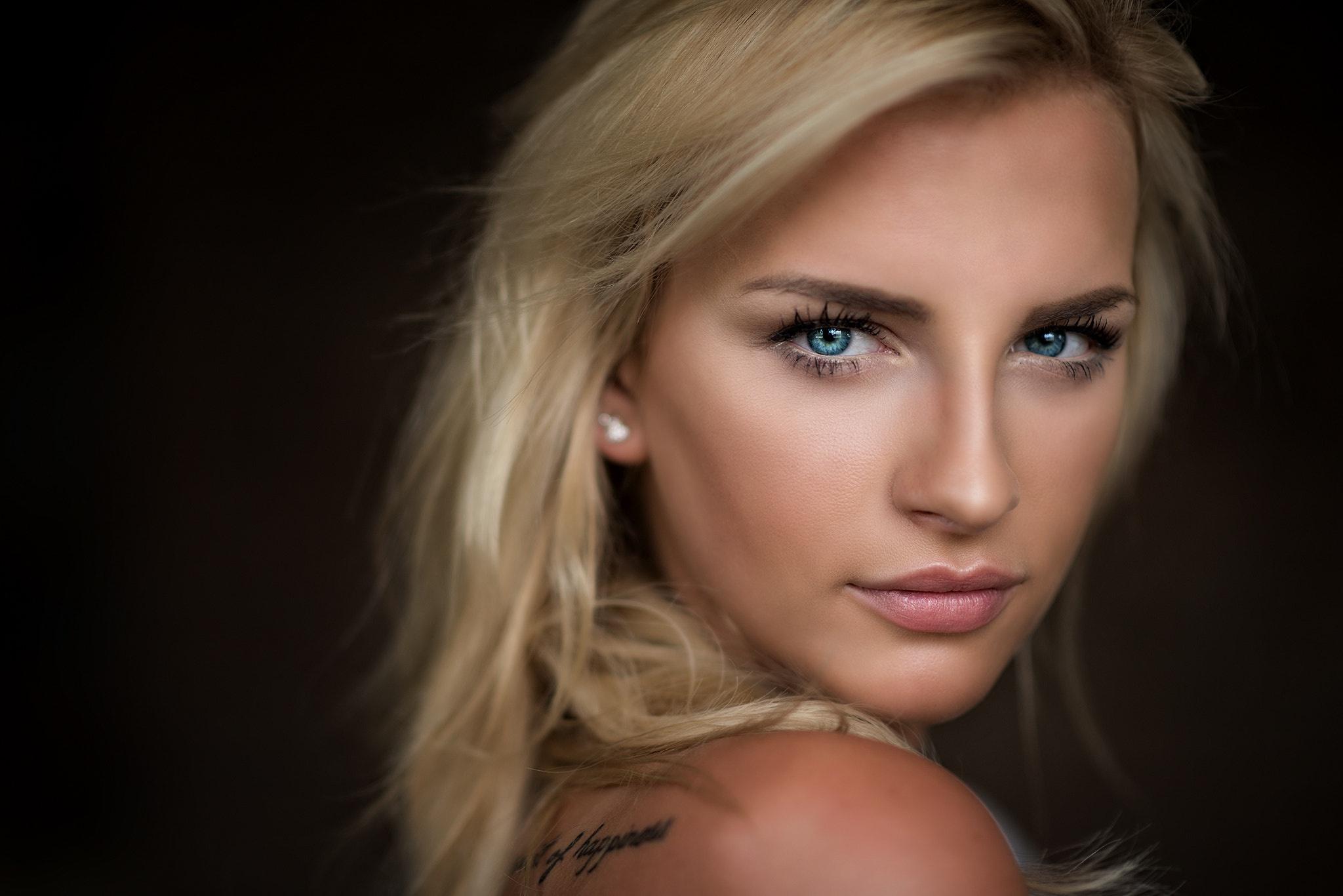 Wallpaper Face Model Blonde Long Hair Blue Eyes: Download Wallpaper Girl, Model, Long Hair, Photo, Blue