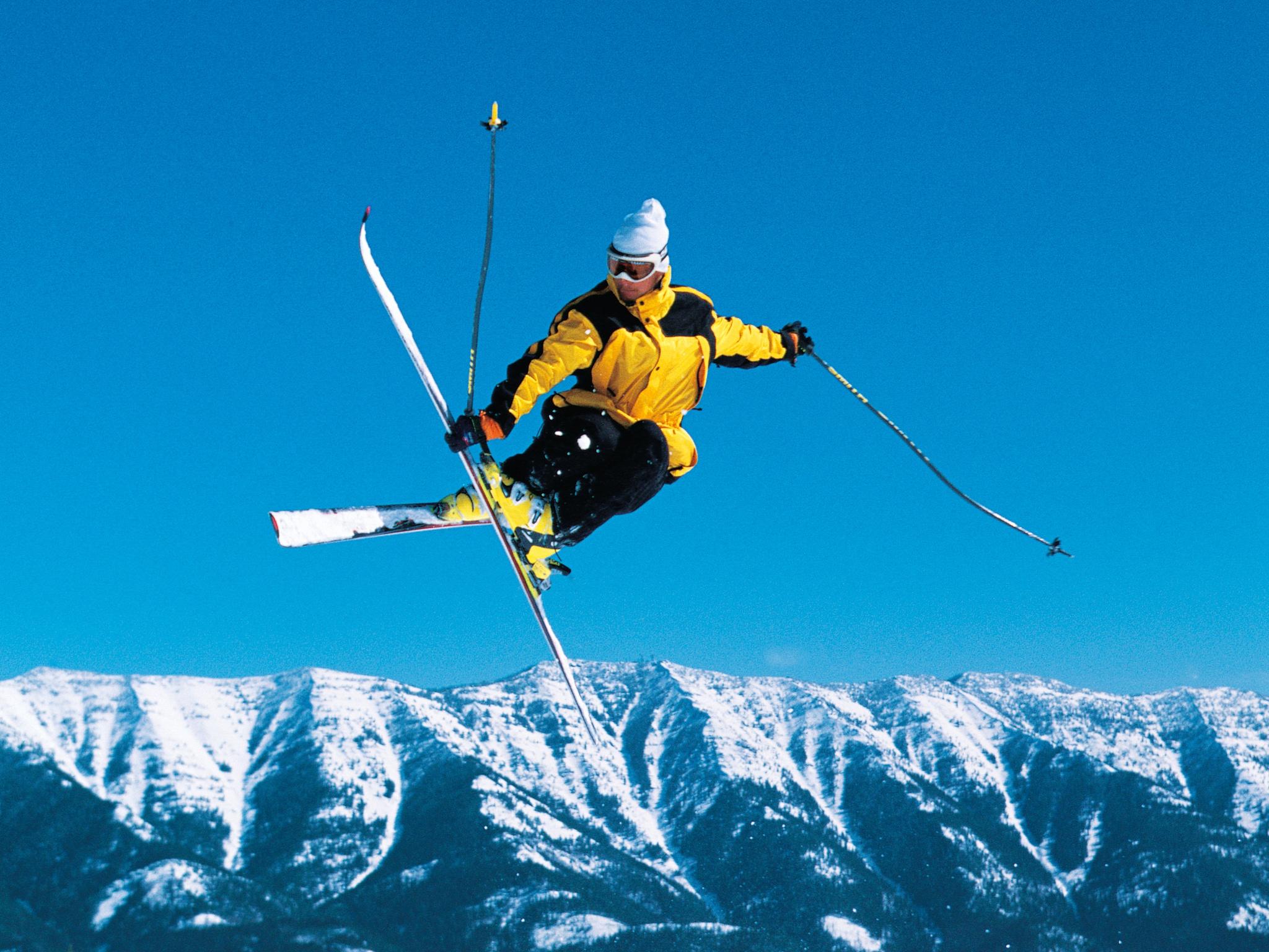 Лыжник прыжок горы небо  № 3309047 бесплатно