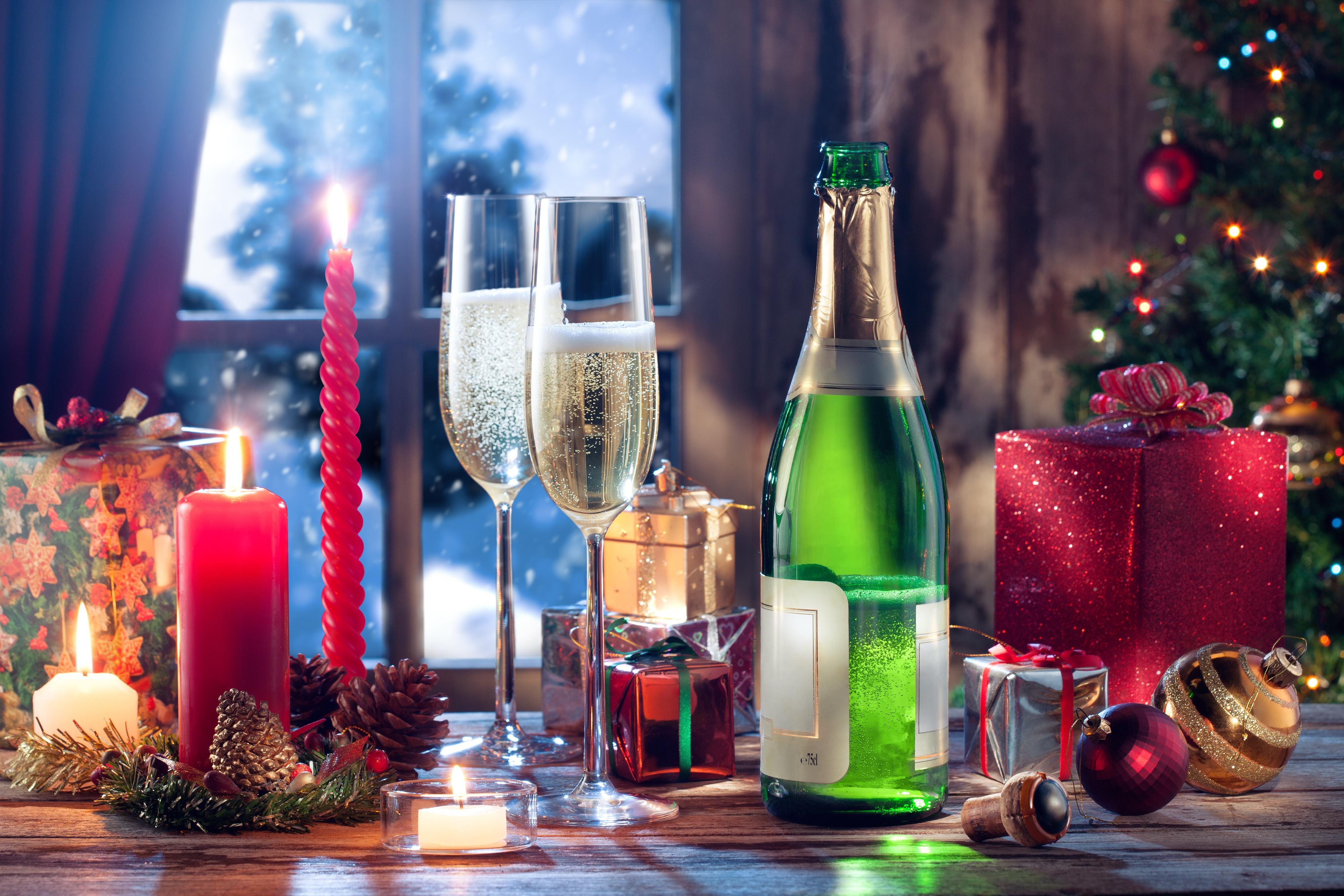 Открытка свечи шампанское, завтрак саду картинка