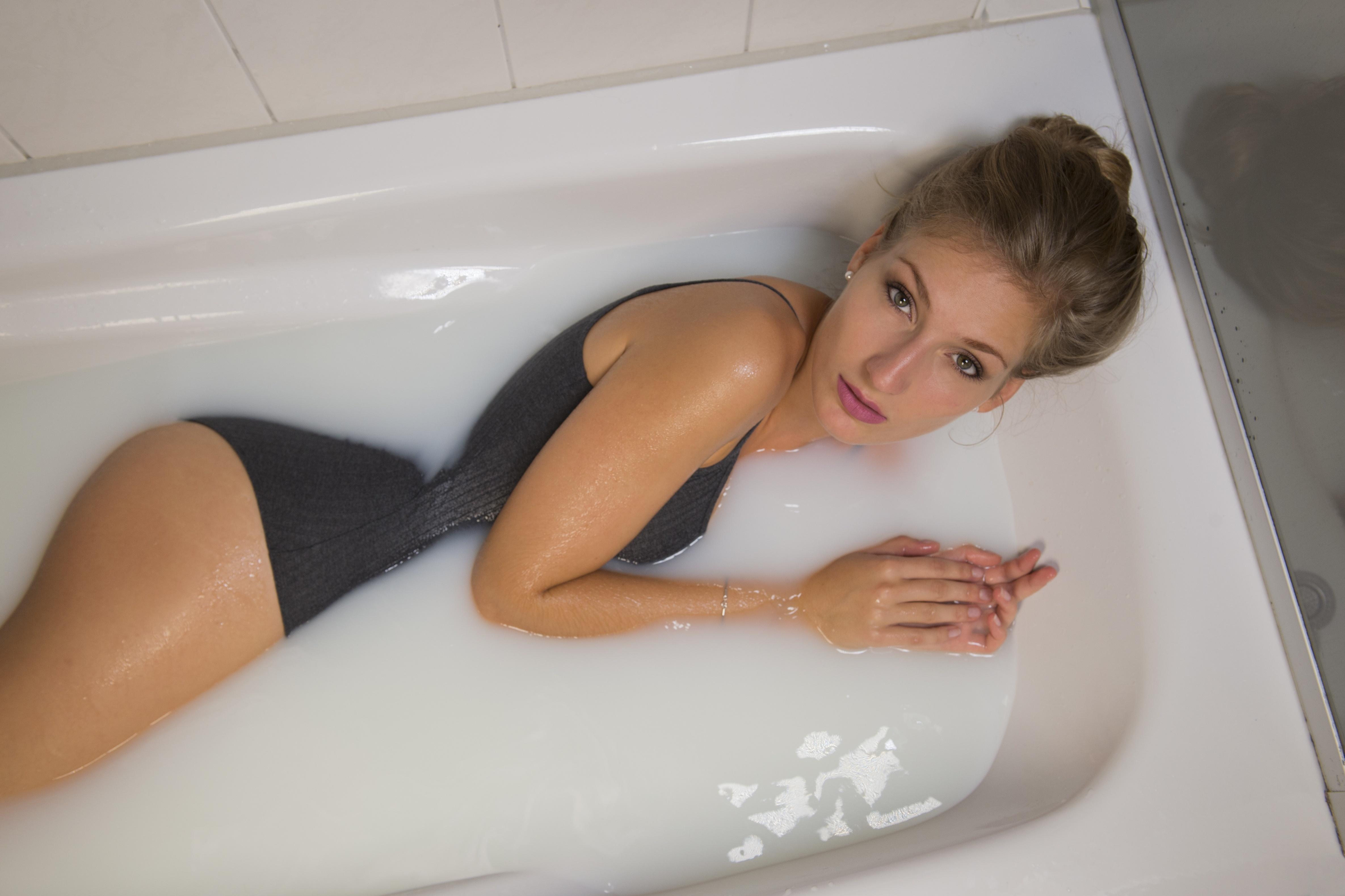 Hot Teenage Girl Naked In Bath