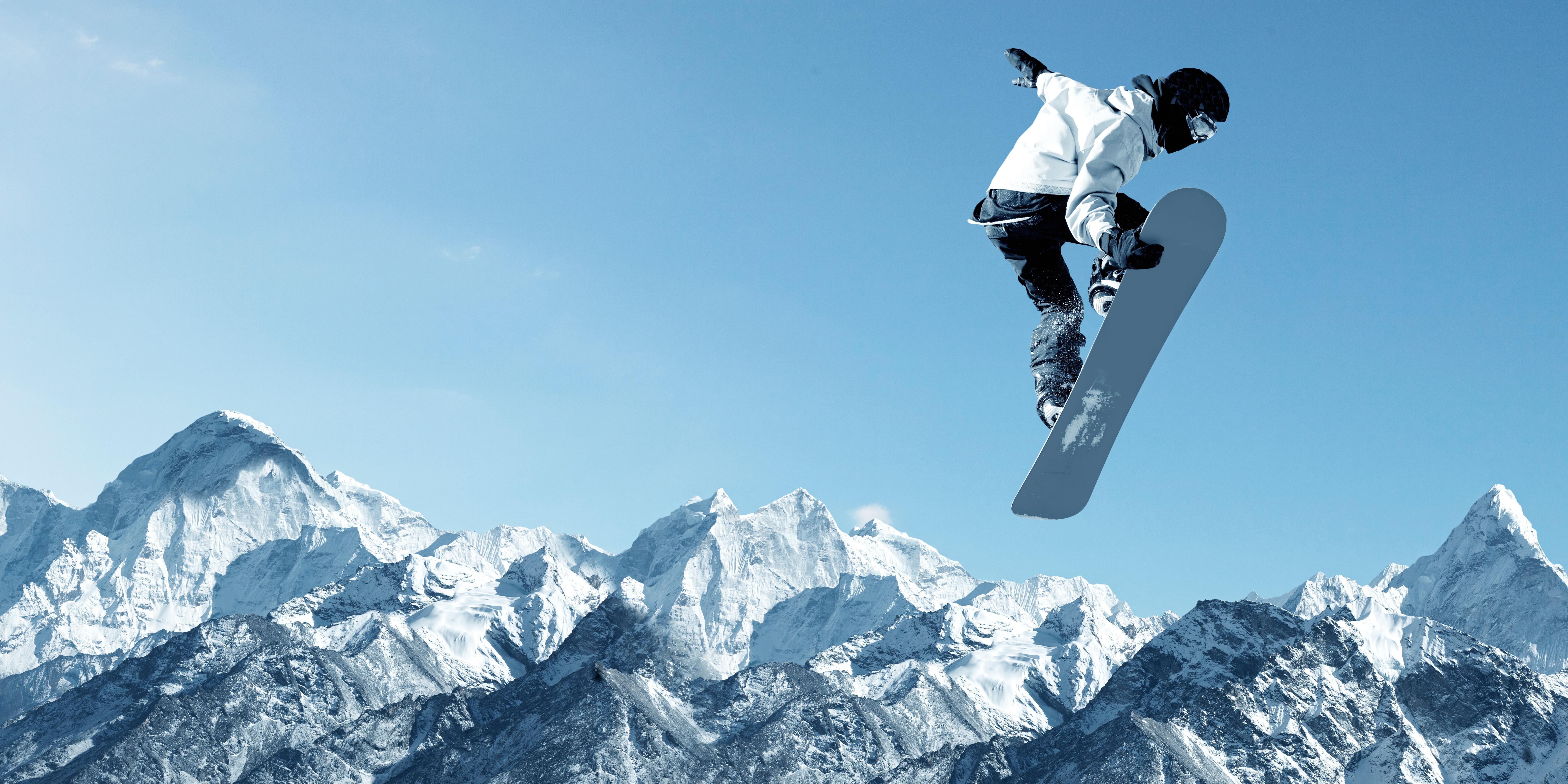 сноубордист прыжок горы  № 3300591  скачать