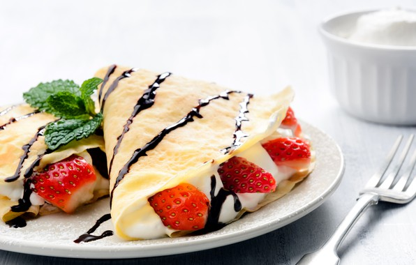 Picture berries, chocolate, strawberry, pancakes, cream, sweet, powdered sugar, filling