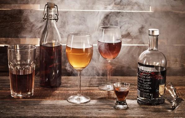 Picture bottle, glasses, alcohol