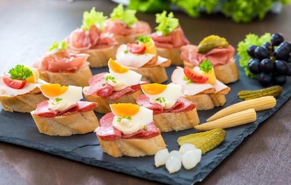 Picture eggs, blur, bread, tomatoes, sausage, sandwiches