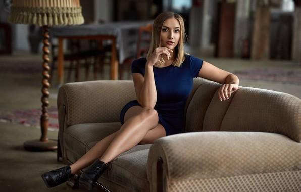 Picture pose, sofa, model, dress, Alex Fetter, Anna Bühler