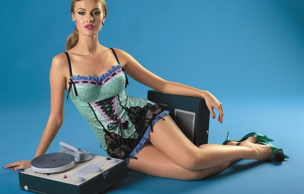 Picture lingerie, retro, beautiful, model, pretty, beauty, blonde, disco, thigh, Bombino, sound box, old stereo