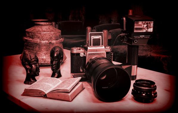 Picture the camera, Carl Zeiss optics, Sunpak, Pentacon six tl