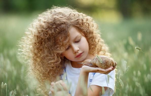 Picture face, snail, girl, curls, bokeh