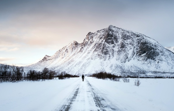Picture winter, road, people, mountain