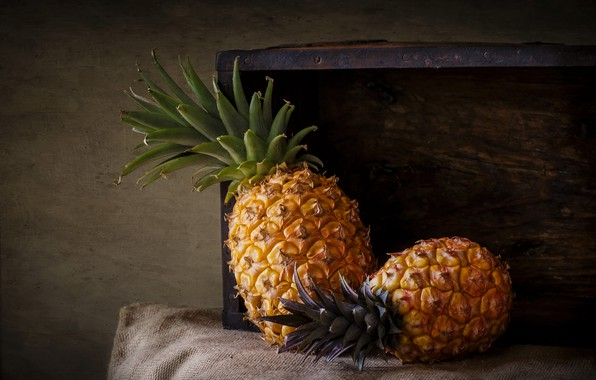 Picture food, fruit, pineapples