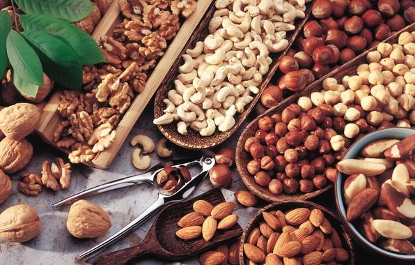 Picture nuts, almonds, hazelnuts, cuts, cashews, Brazilian, walnut
