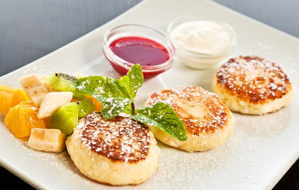 Picture fruit, sauce, sour cream, cheesecakes