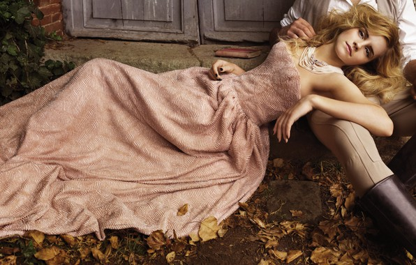 Picture autumn, leaves, girl, pose, necklace, makeup, dress, actress, hairstyle, lies, male, beautiful, Emma Watson, Emma …