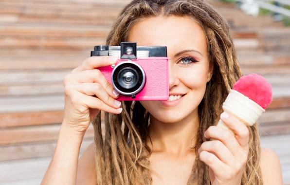 Picture girl, hairstyle, the camera, ice cream, braids, brown hair, dreadlocks, bokeh