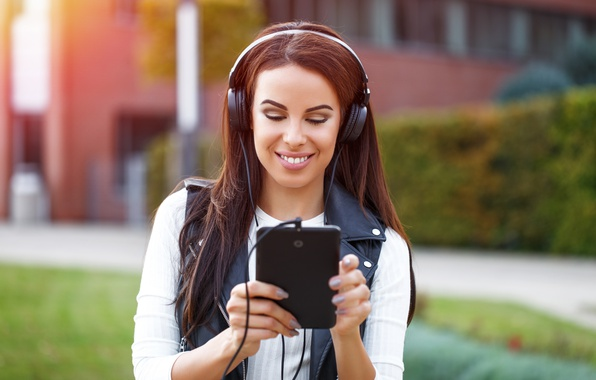 Picture Smile, headphones, tablet