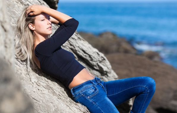 Picture girl, tummy, jeans, legs, sitting, Amandine