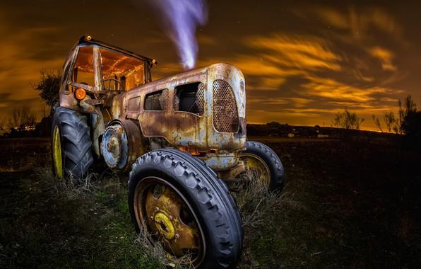 Picture machine, night, tractor