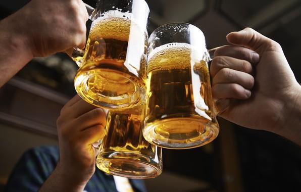 Picture beer, hands, mugs, fun
