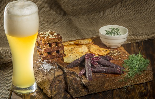 Picture glass, beer, dill, sauce, chips, sausages, crackers