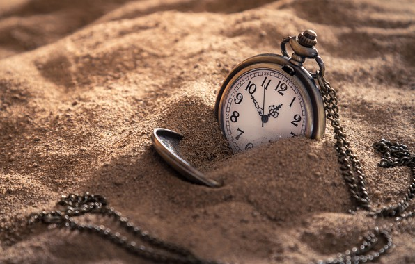 Picture sand, watch, chain