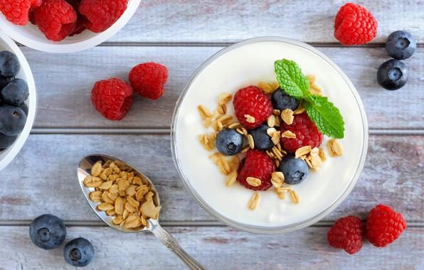 Picture berries, muesli, yogurt
