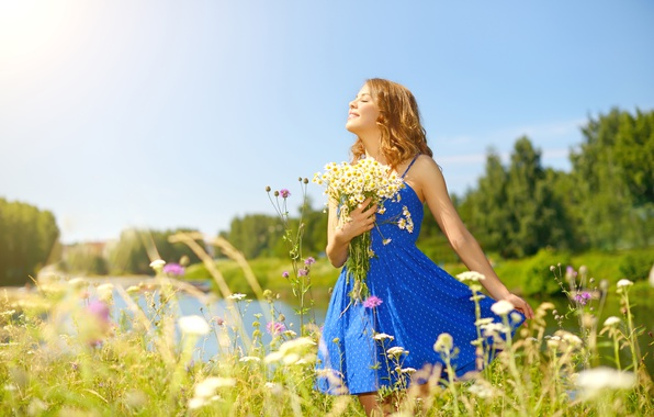 Picture summer, the sky, eyes, girl, the sun, trees, flowers, nature, chamomile, bouquet, dress, hairstyle, river, ...
