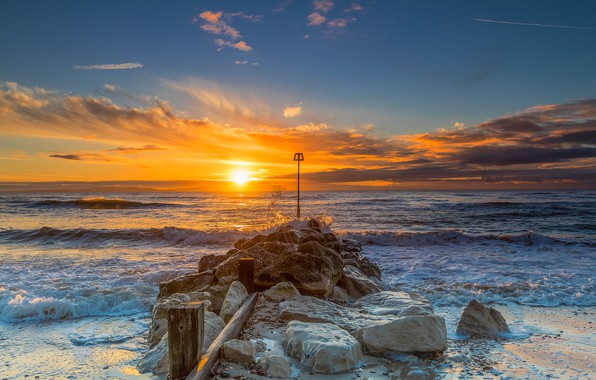 Picture sea, the sky, the sun, clouds, stones, dawn, shore, England, horizon, surf, Christchurch