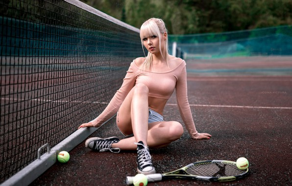 Picture girl, trees, pose, mesh, sport, shorts, sneakers, balls, makeup, figure, hairstyle, blonde, racket, topic, legs, …