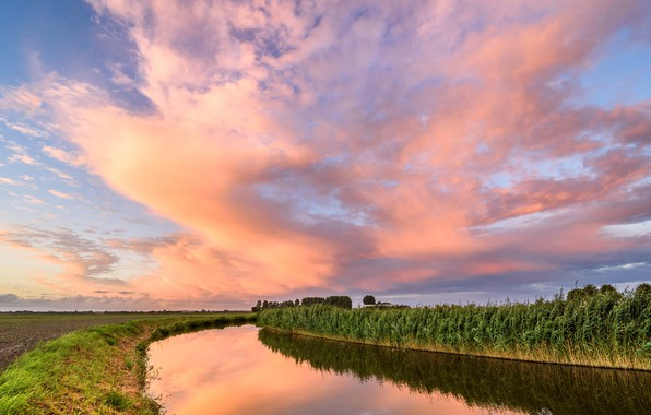 Picture field, clouds, channel, Netherlands