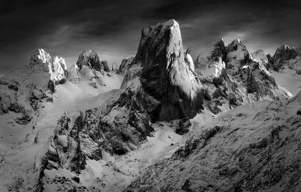 Picture snow, mountains, rocks, b & W photo