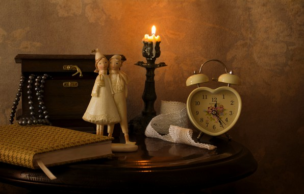 Picture watch, candle, necklace, alarm clock, box, book, figurine