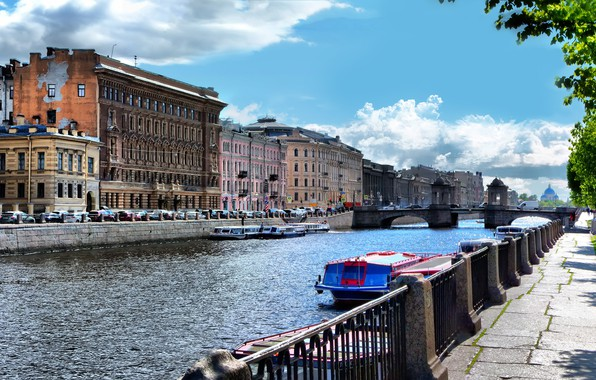 Picture summer, the sun, glare, river, boats, promenade, Fontanka, St. Petersburg, Lomonosov bridge, Parsadanov