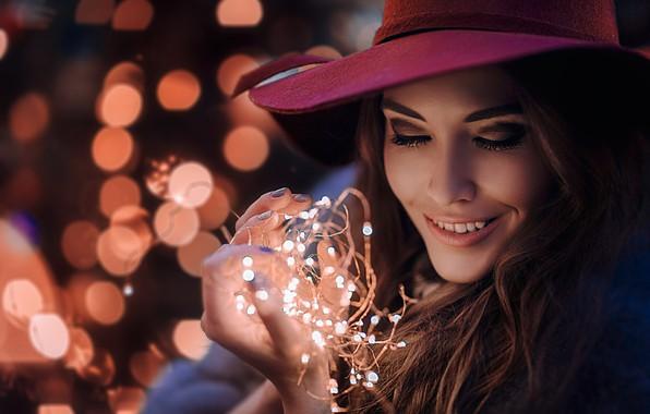 Picture girl, face, smile, glare, mood, hat, garland, light bulb, Hakan Erenler, Marina Turenko