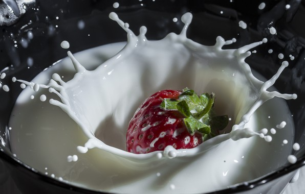 Picture squirt, milk, strawberry
