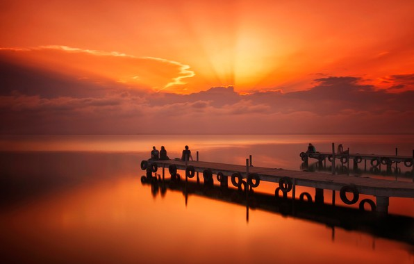 Picture sadness, sea, clouds, sunset, people, the evening, pier, pierce, glow