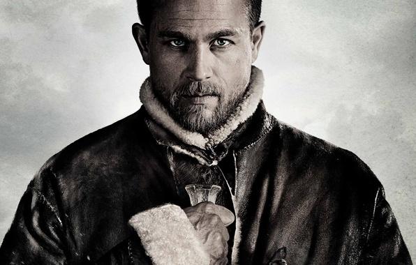 Photo wallpaper cinema, sword, man, movie, ken, blade, castle, film, king, Charlie Hunnam, King Arthur: Legend Of ...