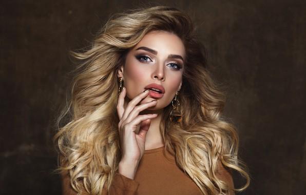Picture portrait, blonde, singer, Tatyana Kotova