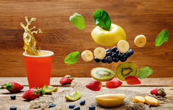 Picture leaves, squirt, glass, berries, splash, kiwi, blueberries, strawberry, grapes, fruit, wood