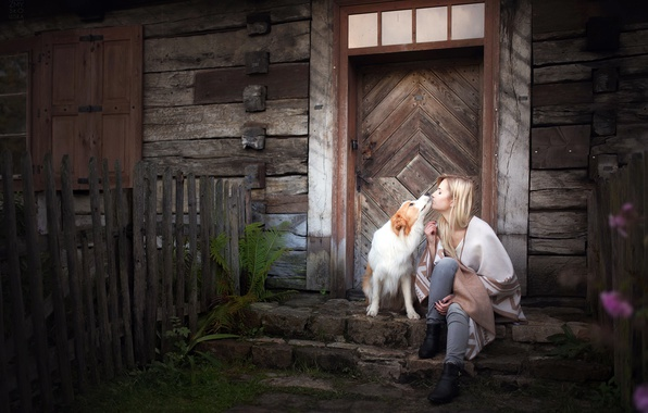 Picture girl, house, dog