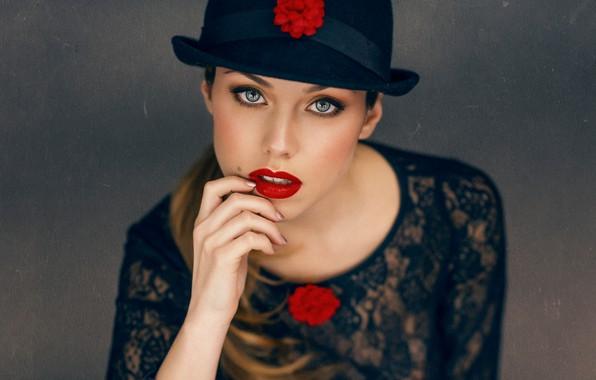 Picture look, girl, flowers, face, background, hand, portrait, hat, makeup, lipstick, sponge