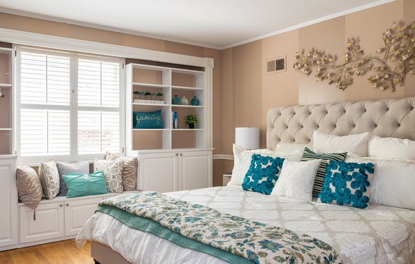 Picture color, bed, pillow, bedroom