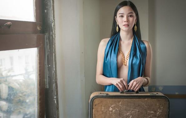 Picture chest, neckline, East, Bangrak