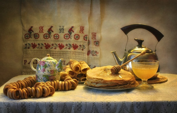 Picture kettle, honey, pancakes, drying