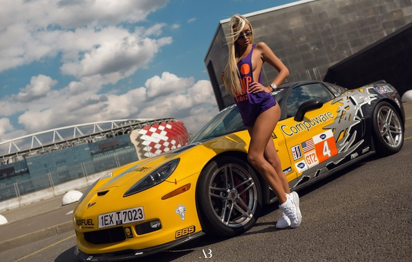 Picture the sky, asphalt, the sun, clouds, pose, yellow, makeup, Mike, figure, slim, glasses, hairstyle, blonde, …