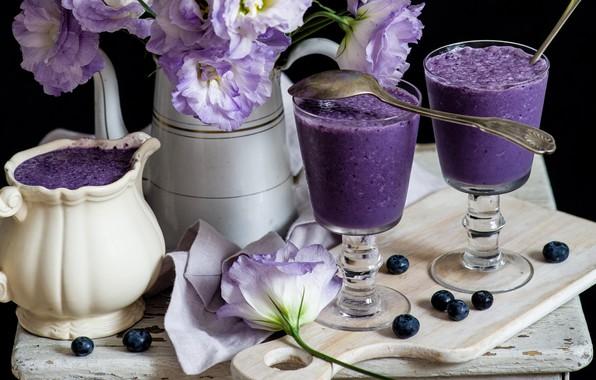 Picture flowers, blueberries, dessert